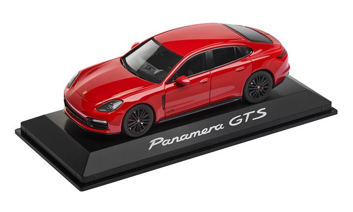 1:43 Model Car   Panamera GTS in Carmine Red