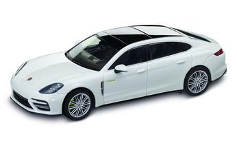 1:43 Model Car | Panamera Turbo S E Hybrid Executive in Carrara White Metallic