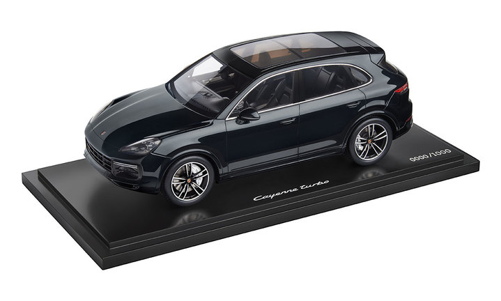 Limited Edition 1:18 Model Car | Cayenne Turbo in Midnight Blue