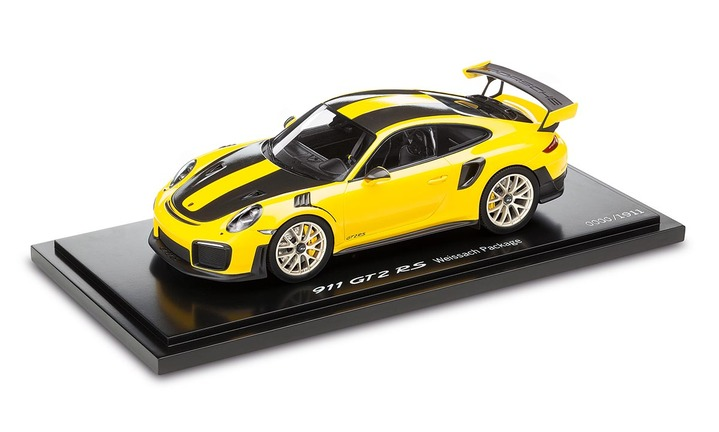 911 GT2 RS, Racing Yellow/Black 1:18 - Limited Edition