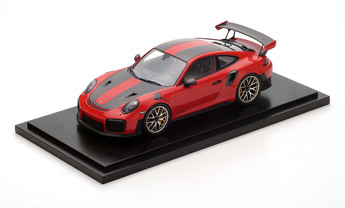911 GT2 RS Weissach Paket, indischrot, 1:18, inkl. GT2 RS Cap, Limited Edition
